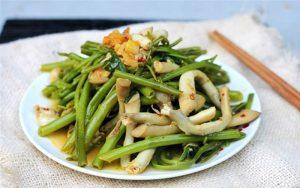 Món ốc móng tay xào rau muống dễ ăn, hấp dẫn